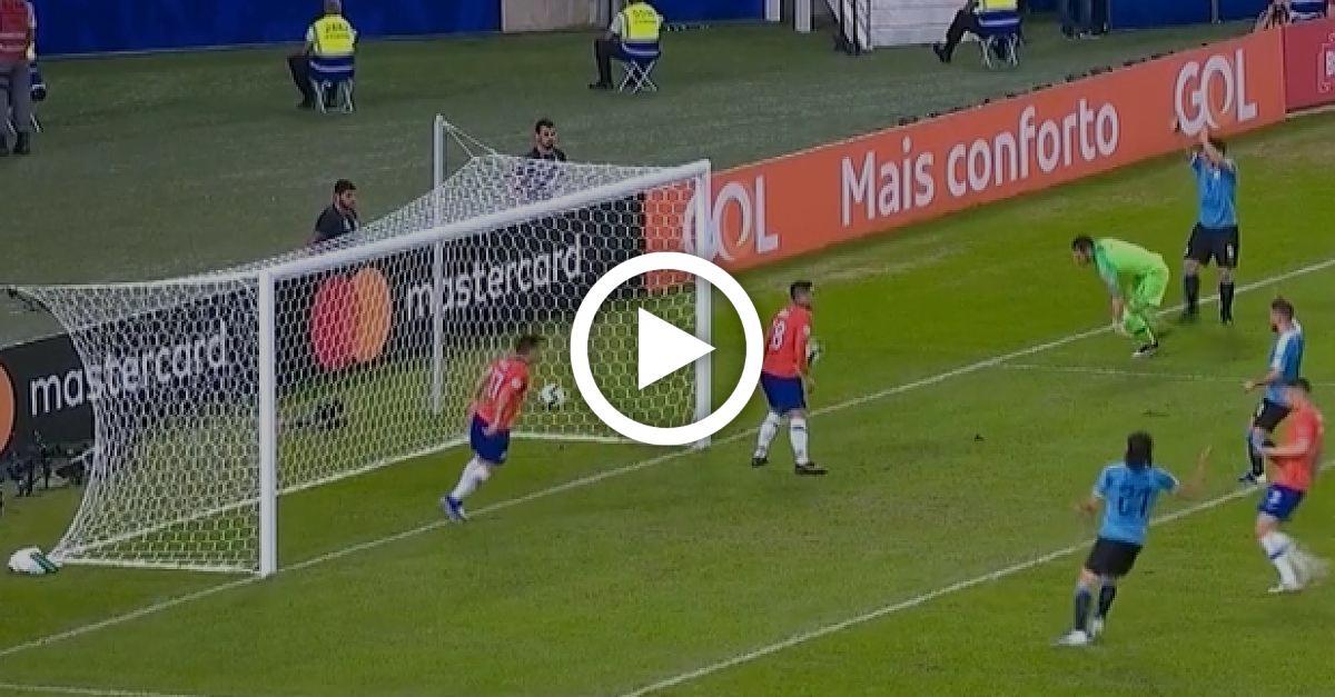 Lacher des Turniers! Chile-Keeper pariert - Barca-Star Suárez fordert Handelfmeter